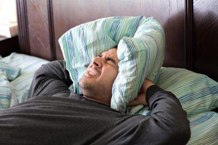 枕を抱えて寝れない